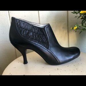 Kenneth Cole Reaction-Black heel booties